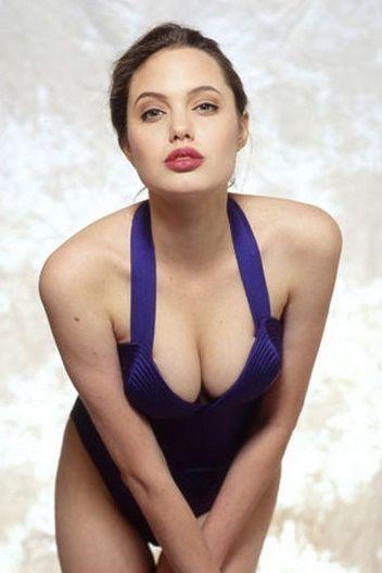 Angelina Jolie - Fotos nua e pelada