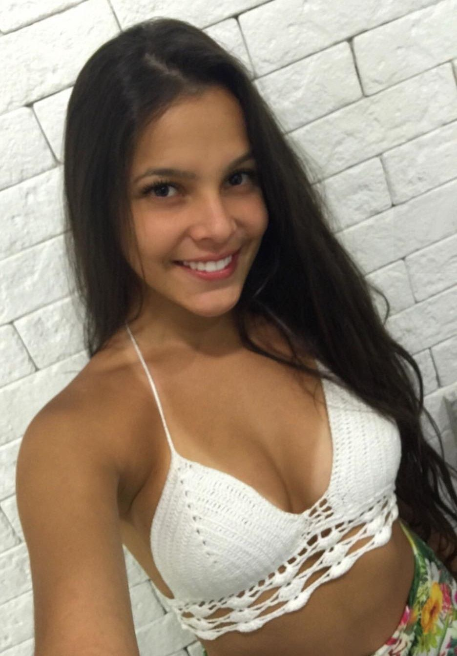 Emilly do BBB 17 - Fotos nua e pelada