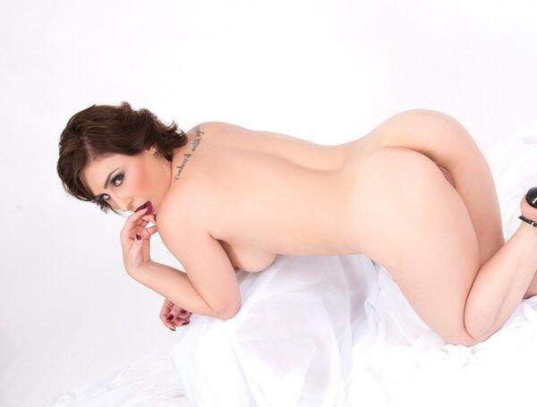 Emme White - Fotos nua e pelada
