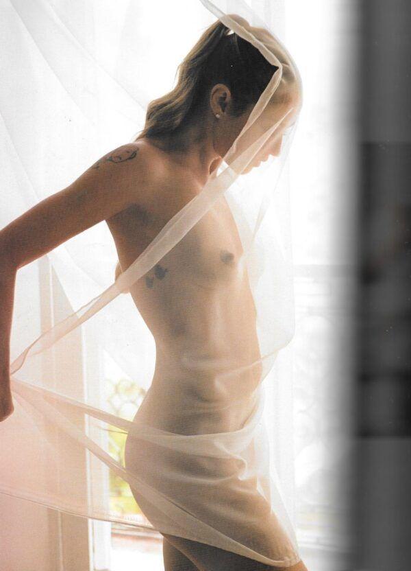 Luana Piovani pelada nua se exibindo