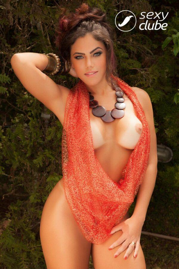 Rangel Carlos nua pelada em fotos sensuais