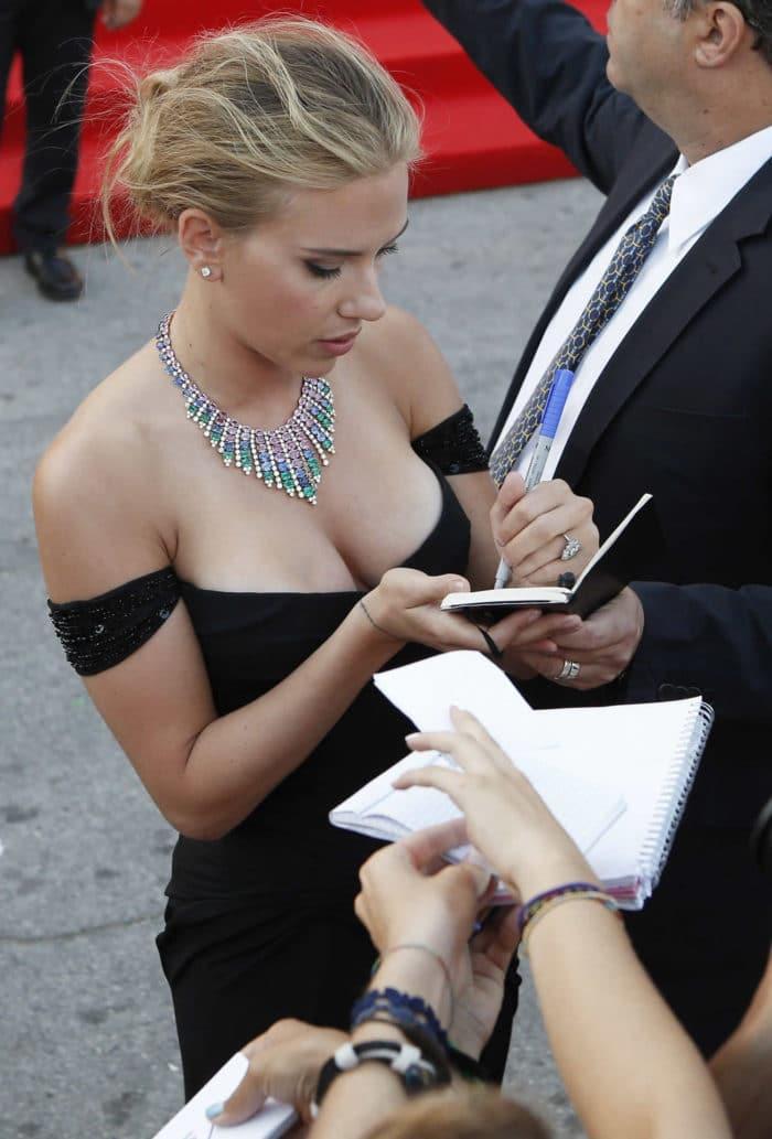 Scarlett Johansson Nua e Pelada em Fotos Picantes